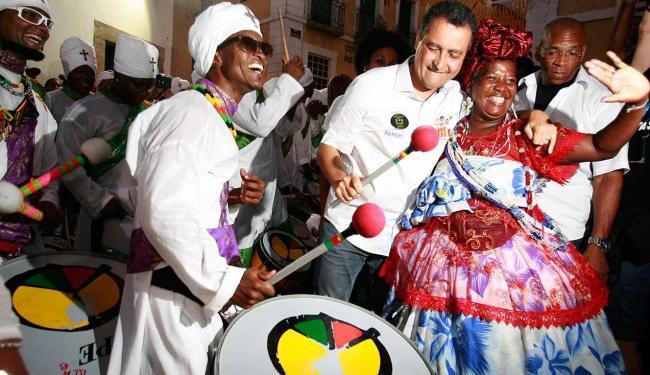 Governador tocou com grupo no Pelourinho - Foto: Joá Souza | Ag. A TARDE