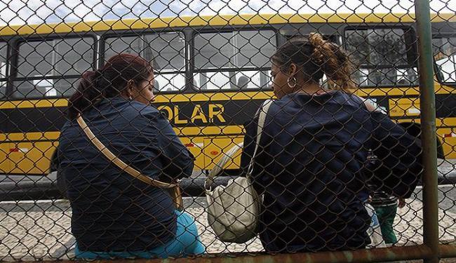 Neia Andrade e Ana Maria Rosa viajaram de Bonito para Feira em ônibus escolar para consultas - Foto: Luiz Tito | Ag. A TARDE
