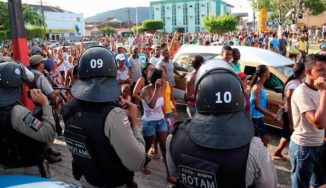 Sepultamento de Juracy Santana, morto no Sul da Bahia por supostos índios - Foto: Joá Souza | Ag. A TARDE