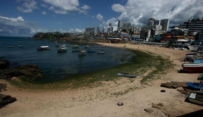 Praia do Rio Vermelho está entre as não indicadas para banho - Foto: Raul Spinassé   Ag. A TARDE