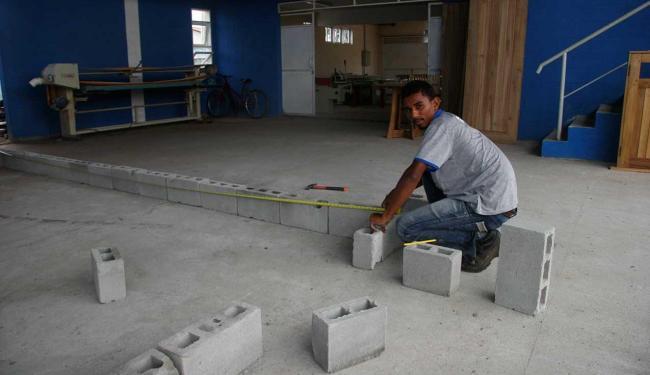 Curso de Construção e Reparos está entre os ofertados - Foto: Cristina Pita | Ag. A TARDE, Data 27/10/11