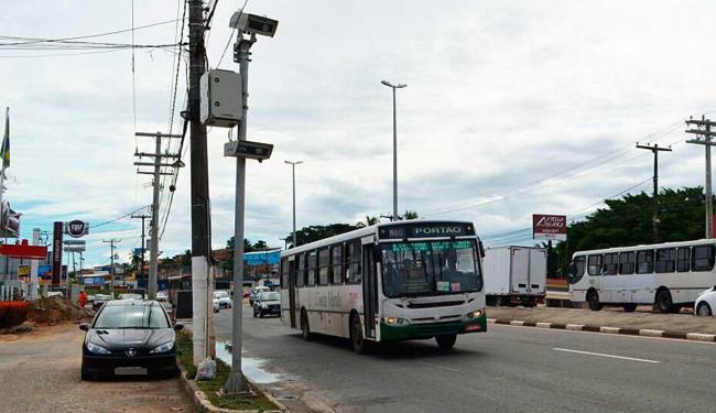 Equipamentos foram instalados em três pontos da via - Foto: Ascom | Prefeitura Lauro de Freitas
