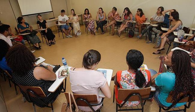 A notícia mobilizou mulheres que se reuniram na Biblioteca Pública do Estado - Foto: Margarida Neide l Ag. A TARDE