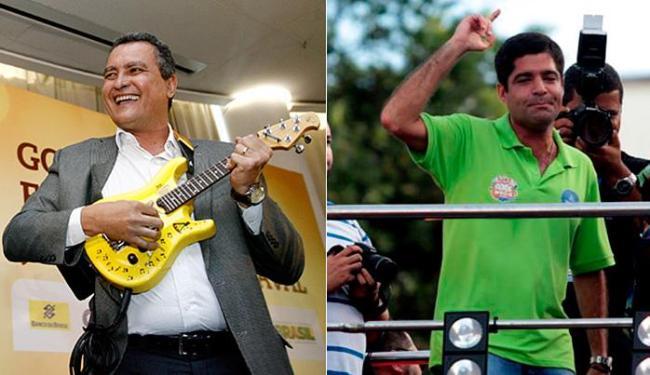 Rui 'toca' guitarra que ganhou de Armandinho; Neto caiu na folia todo dia, das 10h às 4h da manhã - Foto: Raul Spinassé e Lúcio Távora   Ag. A TARDE