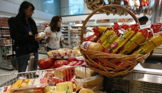 Repositor de mercadorias está com 80 vagas disponíveis - Foto: Raul Spinassé | Ag. A TARDE | 03/06/14