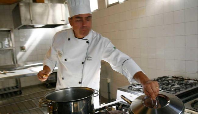 Função de cozinheiro de restaurante está entre as vagas disponíveis para esta sexta-feira - Foto: Margarida Neide | Ag. A TARDE