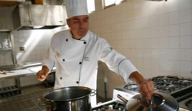 Cozinheiro de restaurante está entre as vagas disponíveis para próxima segunda, 23 - Foto: Margarida Neide   Ag. A TARDE