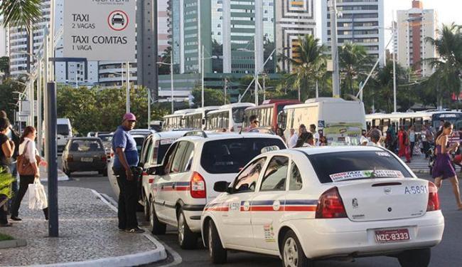 Taxistas podem usar bandeira 2 partir das 18h desta quinta-feira, 12. - Foto: Lucio Távora | Ag. A TARDE