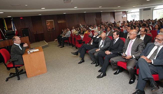 Renato Janine defende que servidor público deve ser ético e zelar pelos recursos dos governos - Foto: Margarida Neide l Ag. A TARDE