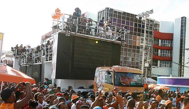 O Carnaval é uma festa em que a poluição sonora ultrapassa os limites suportados pelos ouvidos - Foto: Luciano da Matta | Ag. A TARDE