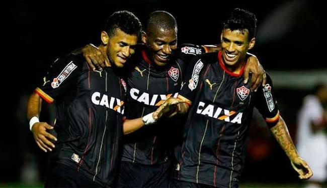 Jogadores do Leão comemoram o gol de Rogério que virou a partida - Foto: Eduardo Martins | Ag. A TARDE