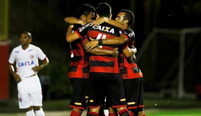 Jogadores comemoram o primeiro gol do Vitória no Barradão - Foto: Eduardo Martins | Ag. A TARDE