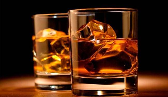 Uma das bebidas preferidas para misturar com o energético é o whisky - Foto: Divulgação