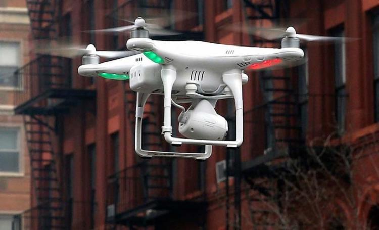Com o equipamento, o grupo espionava casas e invadia o local - Foto: Mike Segar | Agência Reuters