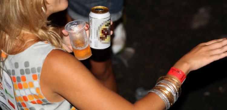 Estudo mostrou ainda que 4% dos novos casos de câncer no mundo estão associados ao consumo de álcool | Foto: Walter de Carvalho| Ag. A TARDE - Foto: Walter de Carvalho| Ag. A TARDE