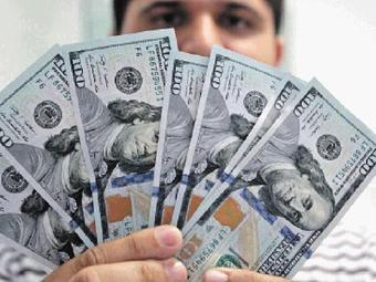 Dólar interrompeu ontem uma série de seis altas seguidas e caiu 0,82% ante o real - Foto: Lúcio Távora | Ag. A TARDE