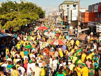 Manifestantes em Feira de Santana caminharam pela avenida Getúlio Vargas - Foto: Ed Santos | Acorda Cidade