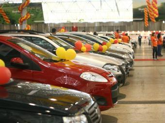 Combate das Marcas, que reúne diversas montadoras de carros em um único feirão - Foto: Mariana David/Ag. A Tarde
