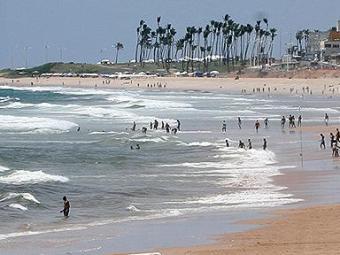 Conselho Nacional do Meio Ambiente faz uma séria de análises para considerar a praia imprópria - Foto: Fernando Amorim | Ag. A TARDE