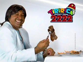 Tiririca se vestiu de Roberto Carlos e fez paródia durante campanha - Foto: Divulgação