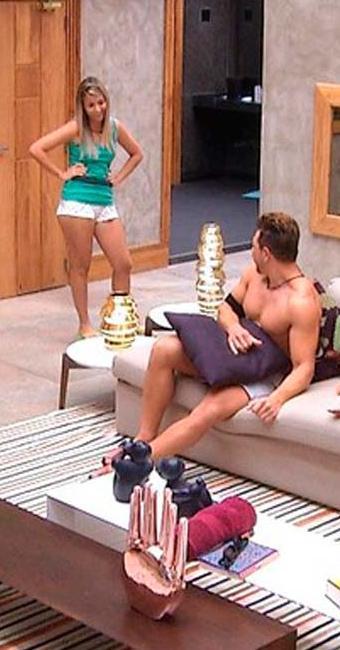Amanda entrou na casa após trocar de lugar com a irmão Andressa no confessionário - Foto: Reprodução / Rede Globo