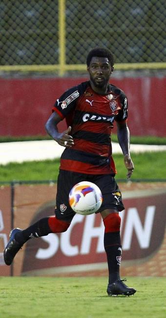 Rhayner domina a bola durante Ba-Vi de domingo - Foto: Eduardo Martins | Ag. A TARDE