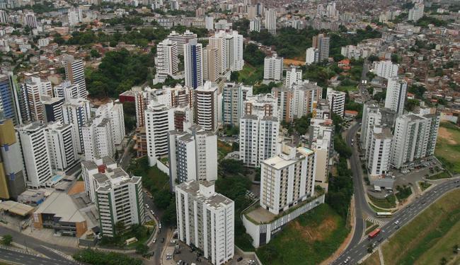 Cidade Jardim ocupa um terreno onde as construções foram bem estruturadas e organizadas - Foto: Arestides Baptista | Ag A TARDE | 13.04.2003