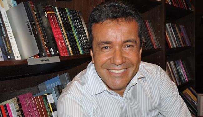 O escritor Achel Tinoco lança Uma Porta para Duas Lembranças - Foto: Mauro Coelho   Divulgação