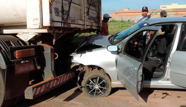 Carro bateu no fundo da carreta, que estava estacionada - Foto: Sigi Vilares | Blog do Sigi Vilares