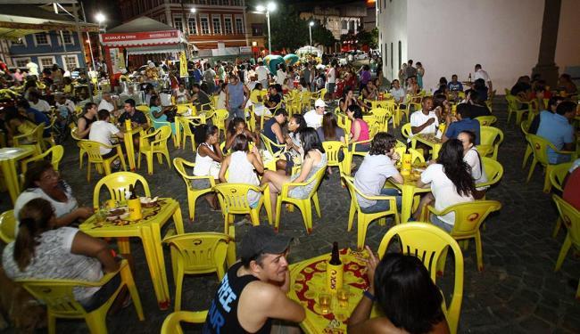 Acarajé de Dinha, um dos mais famosos da cidade, fica no Largo de Santana, onde há outros bares - Foto: Margarida Neide | Ag. A TARDE