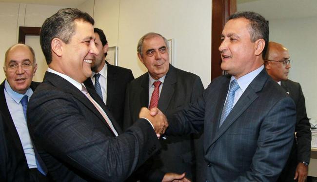 Rui Costa cumprimenta o novo conselheiro do TCE, Marcos Presídio - Foto: Manu Dias | GovBA