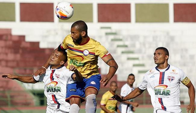 Em duelo acirrado, Bahia de Feira e Jacuipense ficaram no 0 a 0 - Foto: Luiz Tito/ Ag. A TARDE