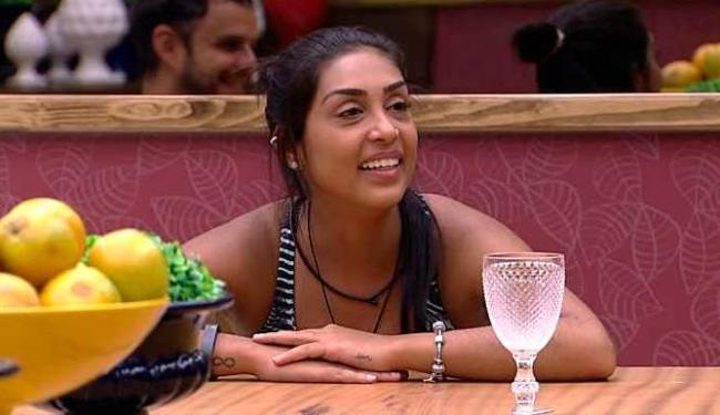 Amanda fiz que teve participação no namoro de Fernando e Aline e quer ser a madrinha do casamento - Foto: TV Globo | Divulgação