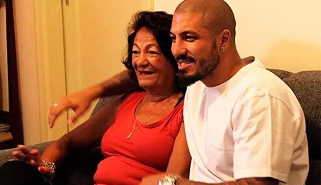 A mãe de Fernando acredita que as atitudes do filho nos últimos dias não vão prejudica-lo no jogo - Foto: Reprodução | BBB 15