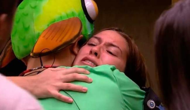 Tamires ameaçou se matar com uma faca caso não conseguisse sair do programa - Foto: BBB 15 | TV Globo | Reprodução