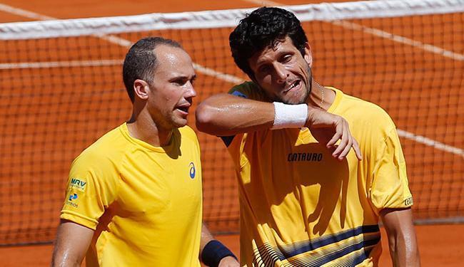 Bruno Soares e Marcelo Melo venceram o jogo por 3 sets a 0, com parciais de 7/5, 6/3 e 6/4 - Foto: Enrique Marcarian   Ag. Reuters