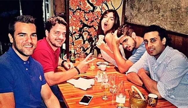 Caio Castro e Maria Casadevall durante jantar com amigos em São Paulo - Foto: Reprodução | Instagram