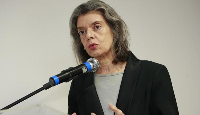 Cármen afirmou que, se o brasileiro cumprisse a Constituição, o Brasil seria uma democracia exemplar - Foto: Margarida Neide | Ag. A TARDE | 19.03.2015