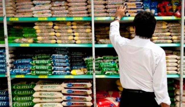 Em fevereiro, o preço da cesta básica subiu em 14 das 18 capitais brasileiras analisadas - Foto: Marcelo Camargo | Agência Brasil