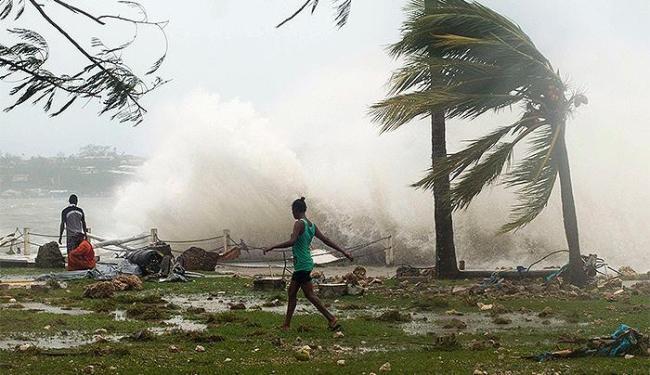 Uma das maiores tempestades da história no Oceano Pacífico devastou Vanuatu, neste sábado - Foto: Reuters