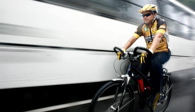 Falta de ciclovias em avenidas é uma das preocupações - Foto: Raul Spinassé | Ag. A TARDE