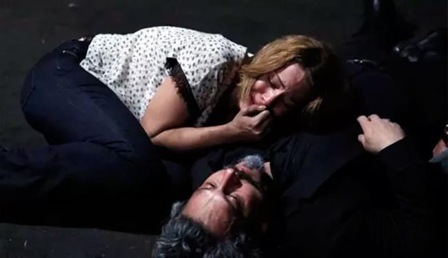 Cristina presencia morte do Comendador - Foto: Divulgação   Rede Globo