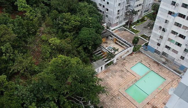 Moradores dos últimos andares têm privacidade, mas veem a cena ao chegar na janela - Foto: Edilson Lima | Ag. A TARDE