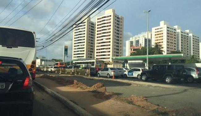 O acidente também causou congestionamento - Foto: Mariana Mendes | Ag. A TARDE