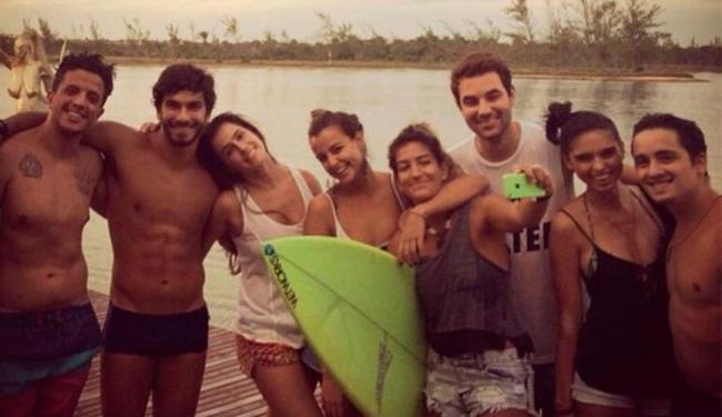 Deborah Secco curtiu praia com amigos do namorado - Foto: Reprodução | Instagram