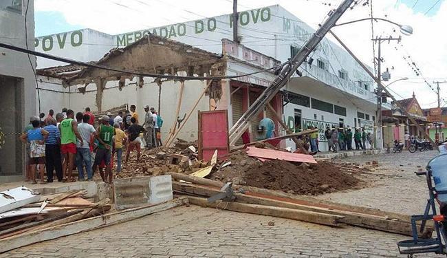 As vítimas estavam na entrada do estabelecimento no momento do acidente - Foto: Reprodução | Site Binho Locutor