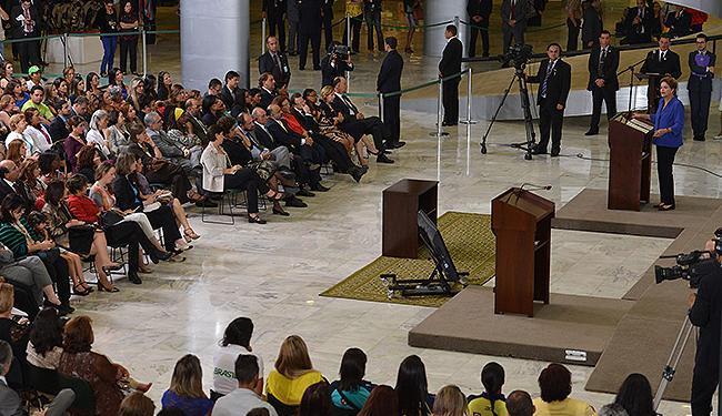 Dilma anciona lei que endurece penas para assassinatos de mulheres - Foto: Valter Campanato l Agência Brasil