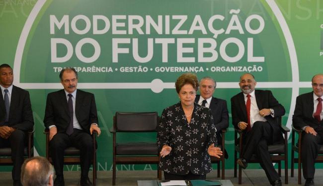 A presidente assinou medida provisória que permite a renegociação das dívidas dos clubes - Foto: José Cruz | Agência Brasil