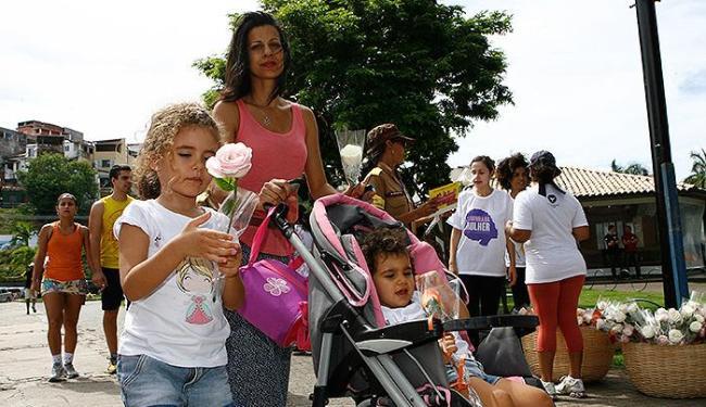 Representantes de todas as idades do sexo feminino tomaram conta, no dominfo, do Dique do Tororó - Foto: Marco Aurélio Martins l Ag. A TARDE
