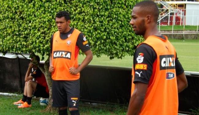 Maracás (D) vai começar como titular contra a Juazeirense - Foto: Divulgação   E.C.Vitória